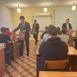 Алексей Чернов и Валерий Данилов поздравили с праздником воспитанников интерната